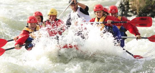 Rafting pre 6 osôb / Jazda na vodnom skútri / Hydrospeed / Plavba po Dunaji