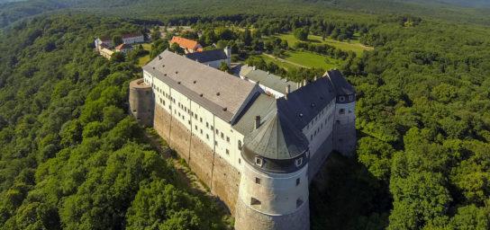 Die Burg Červený Kameň