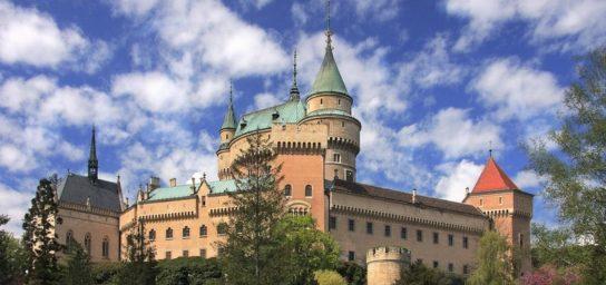 Ausflug zum Schloss Bojnický zámok und Čičmany